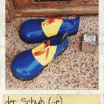 Schuh, der. Eine bunte und große Schuhe